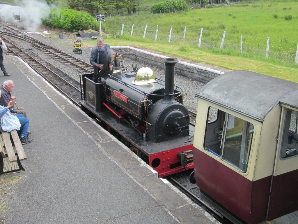 Hugh Napier leaves Llanuwchllyn with a passenger service
