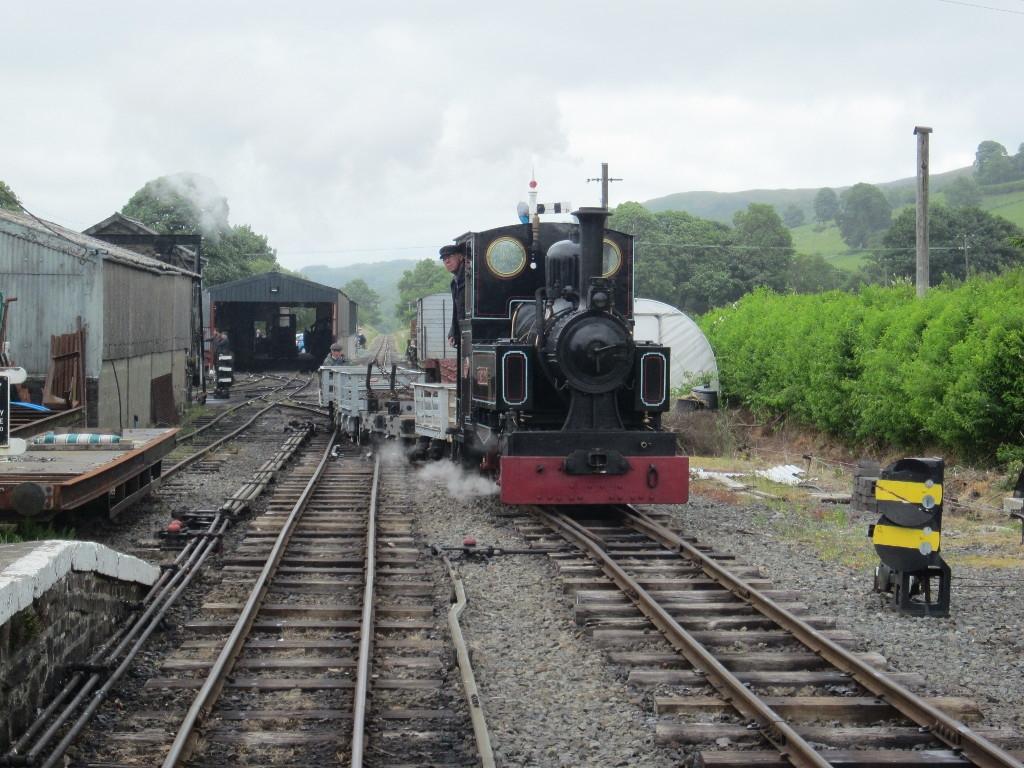 Marchllyn arrives at Llanuwchllyn with the Penrhyn goods