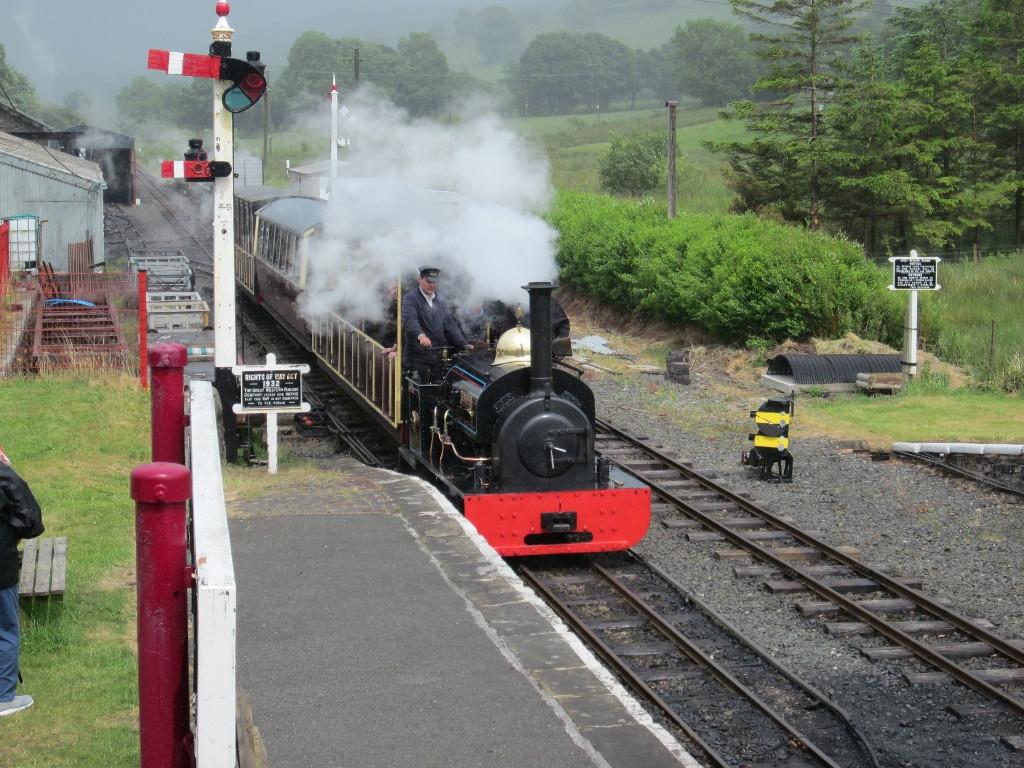 Gwynedd arrives at Llanuwchllyn with a passenger service