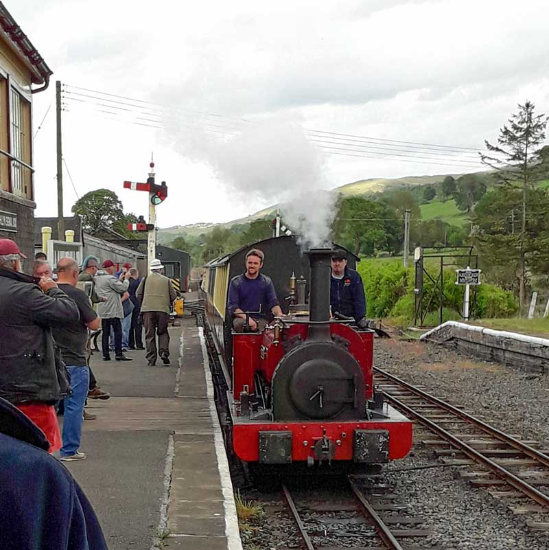 Train arriving at Llanuwchllyn station
